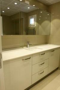 banyo_dolabi_beyaz_acrylic