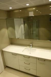 banyo_dolabi_beyaz_acrylic_cekmeceli_cimstone_tezgah