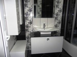 beyaz acrylic siyah cam tezgah banyo dolabi