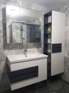 lake beyaz antrasit banyo dolabi