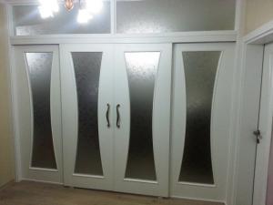 sürgülü beyaz kapı