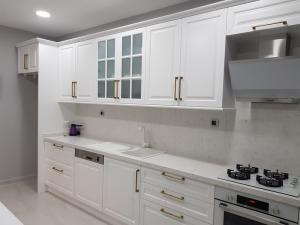 beyaz lake mutfak dolabı